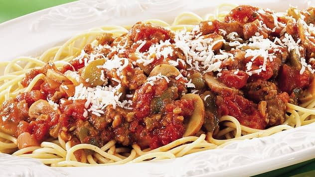 spaghetti with meat and mushroom sauce
