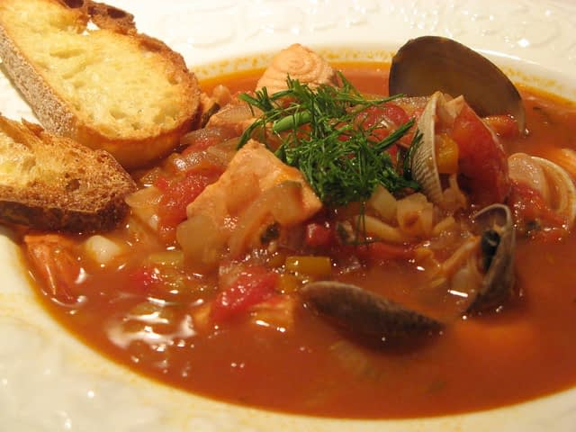 cioppino serving suggestion
